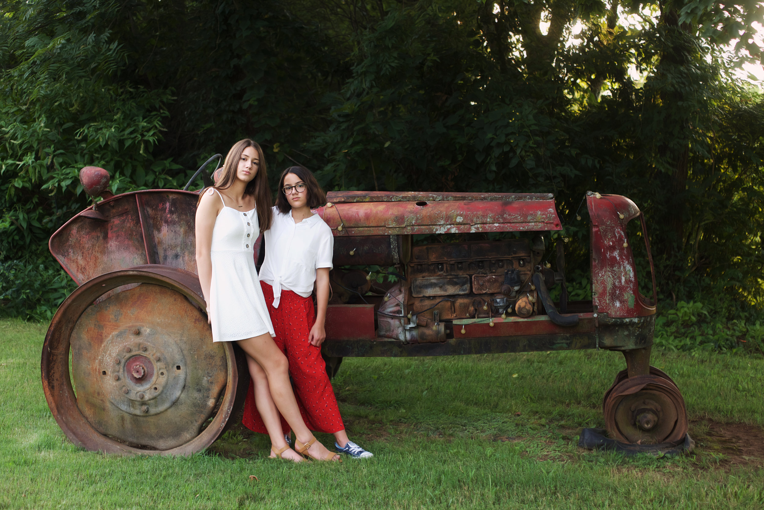 antique-tractor-girls.jpg