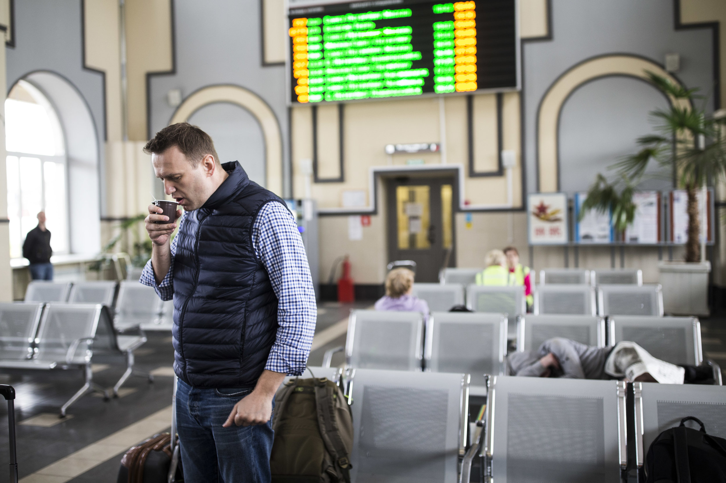 Alexey Navalny sips tea at the railroad station in Bologoye as he waits for a train to Tver