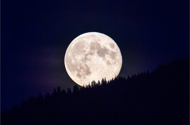 moonrise-over-glacier-national-park-c2a9-christopher-martin-2024-759x500.jpg