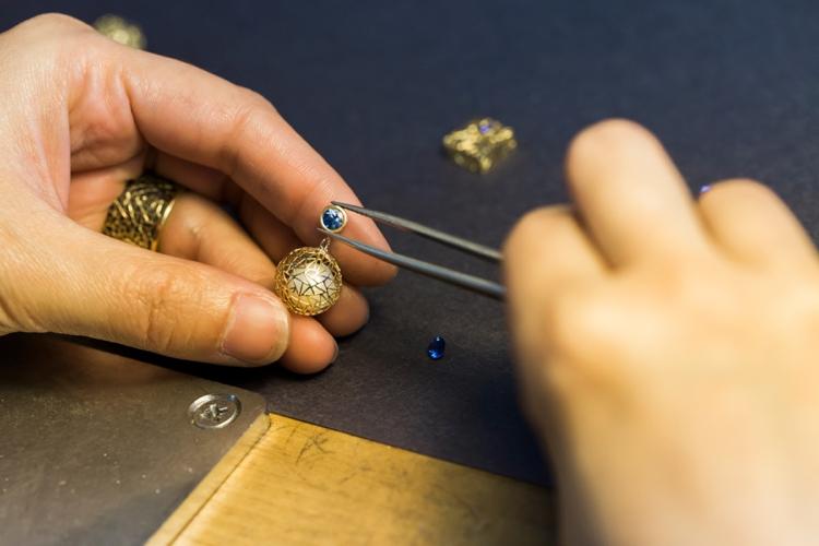 baiyang-qiu-jewelers-portrait-lilouette-07.jpg