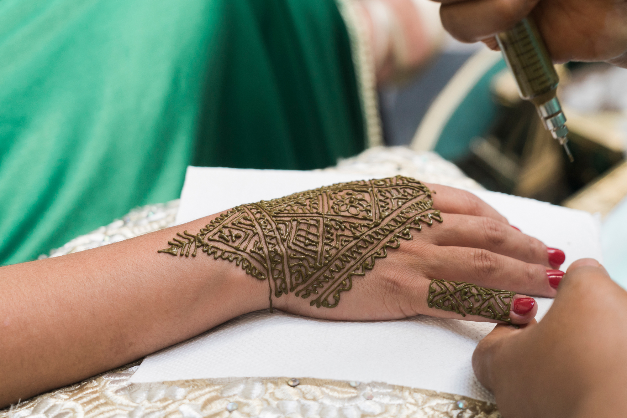 morocco-destination-wedding-henna-ceremony-lilouette-13.jpg