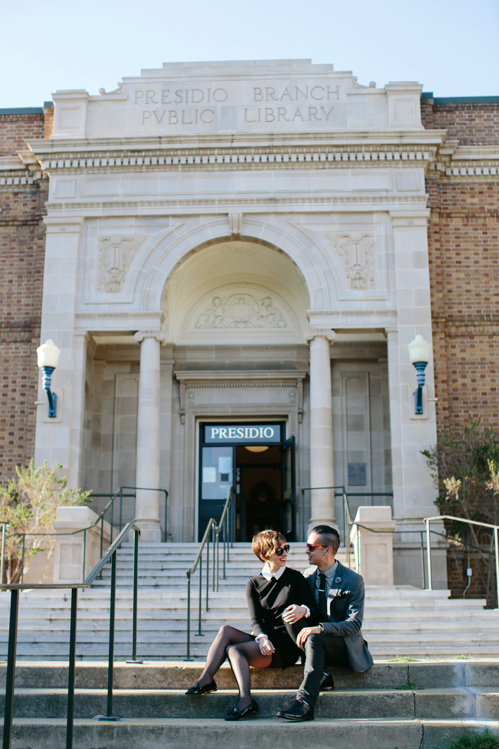 san-francisco-presidio-library-engagement-photography-lilouette-02.jpg