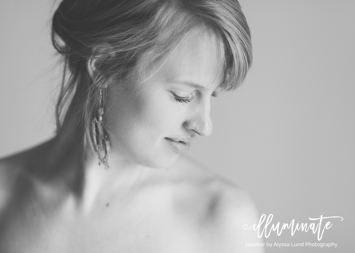 I love doing sessions with bright, natural window light - not only is natural light super flattering, but in boudoir photography, it helps keep the images feel light and airy.