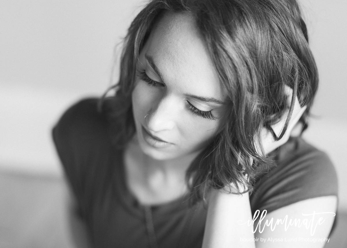 Minneapolis-black-and-white-boudoir-portrait