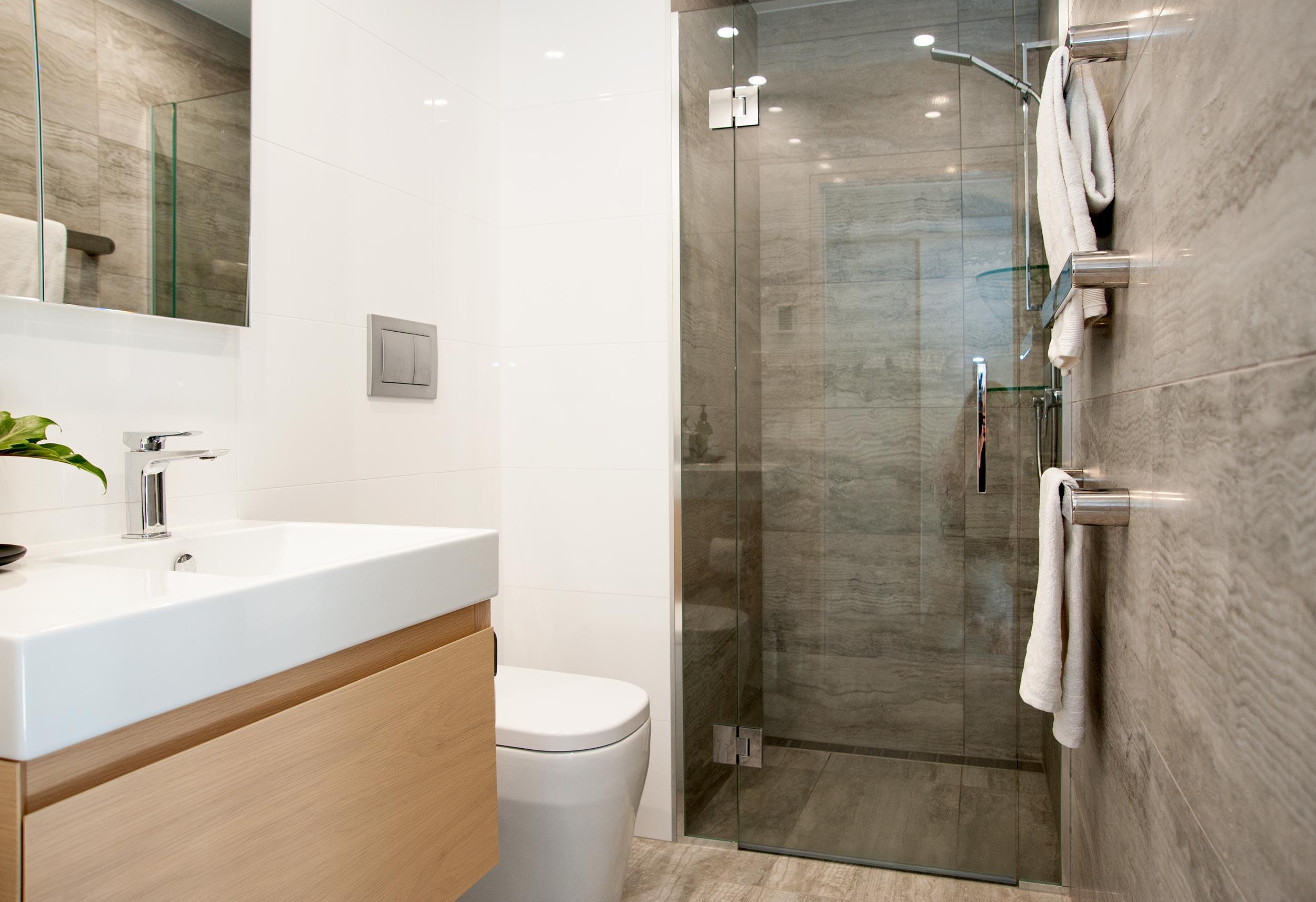 Kirsten Ford Design renovation red beach bathroom