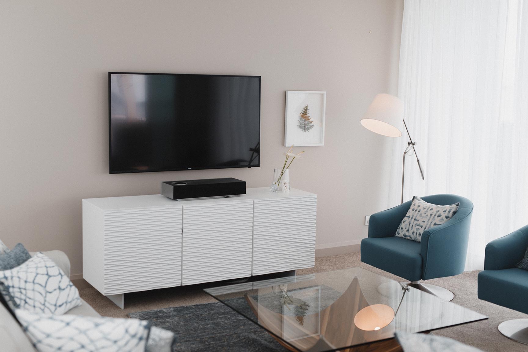 Kirsten Ford Design-Ocean Edge Apartment-Living Room-4