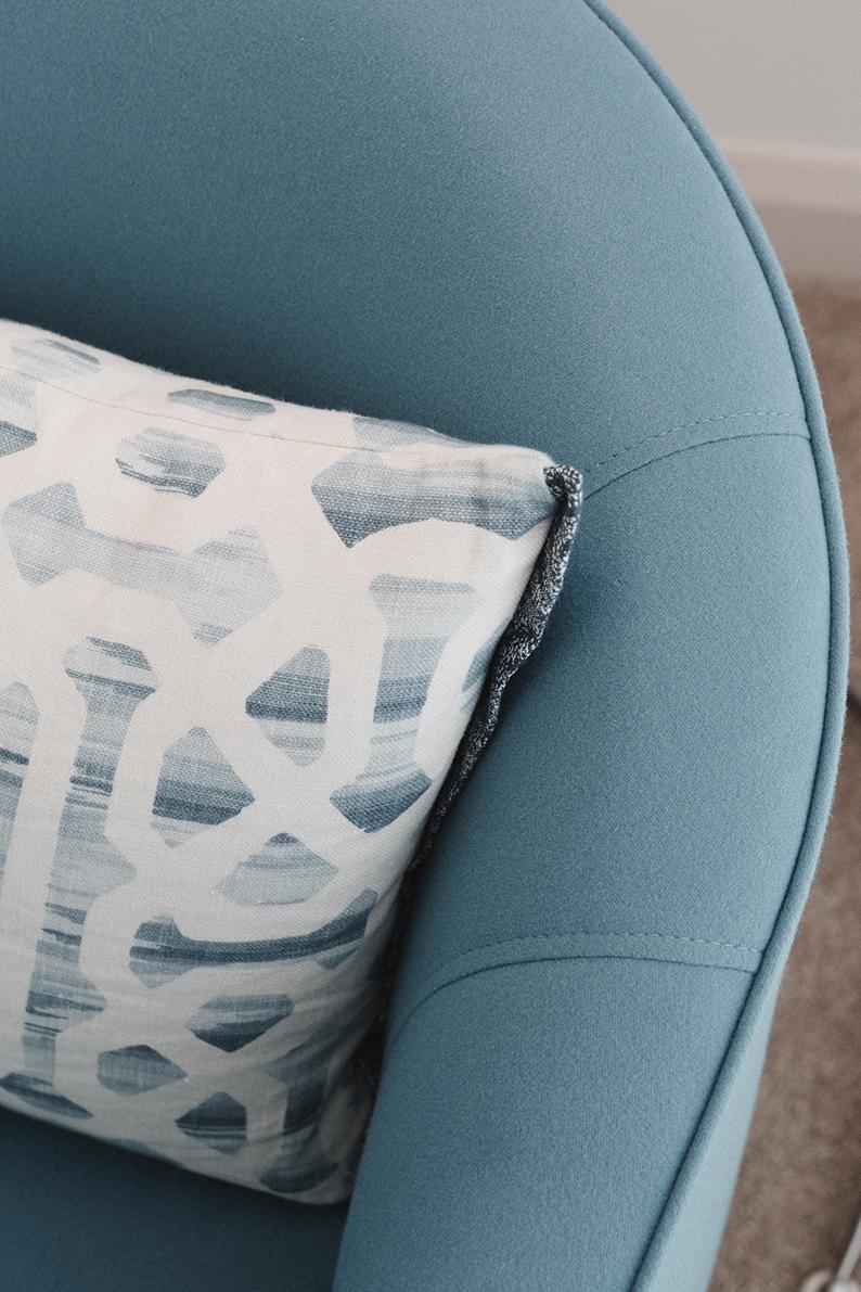 Kirsten Ford Design-Ocean Edge Apartment-Living Room-5