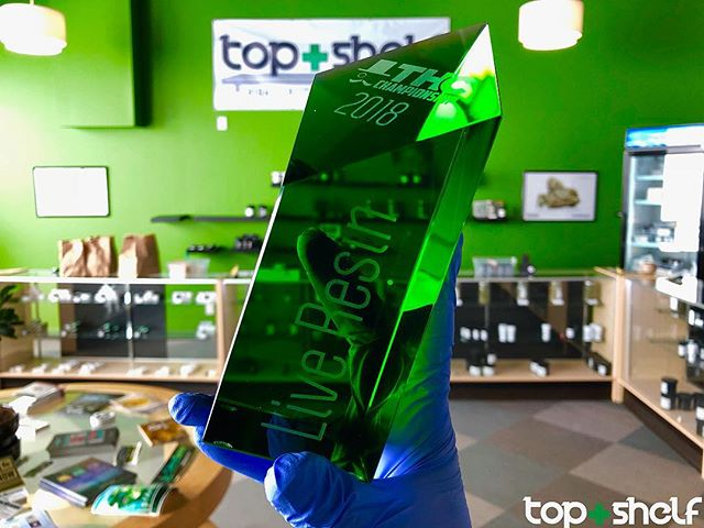 You know what it is !  @oilwellindustries @aroks1980 @cameron_poore @irie_innovations taking home them trophies recent award earned at the THC Cup for our Kurple Live Resin Processed by @oilwellindustries 🥇 🏆👾