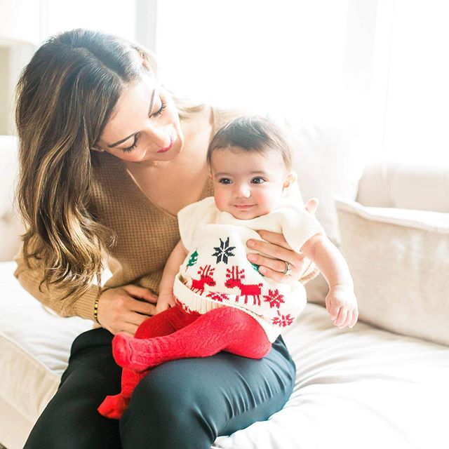 I feel so blessed to capture all 9 of my nieces and nephews as they grow! Nothing beats seeing their sweet smiles from behind my lens. Throwing it back to Christmas time with my smiley niece G & her pretty mommy💗 . . .  #littlerphotography #chicagofamilyphotographer #chicagonewbornphotographer #chicagoblogger #lifestyleblogger #lifestylephotography #thebloomforum #blmommymagazine #fineartphotography #motherhood #familysession #pixel_kids #100layercakelet #laurenconrad #lcdotcomloves #stylemepretty #smploves #honestmotherhood #childhoodunplugged #everydayibt #inspiredbythis #inspiredbythisblog #mothersofdaughters #wherewomencreate #northbrookphotographer #glenviewphotographer #desplainesphotographer #parkridgephotographer #365parkridge #schaumburgphotographer