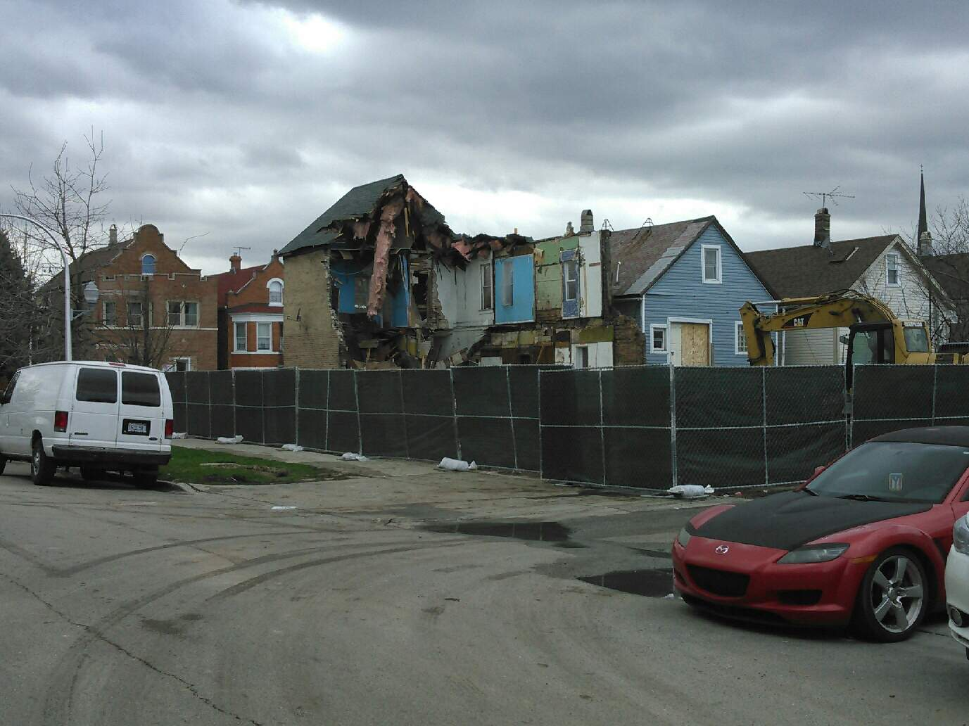 Questioner Robert Beedle wondered if there are any health impacts associated with the demolition of old homes. He became concerned after walking past a demolition in his McKinley Park neighborhood (Courtesy Robert Beedle).