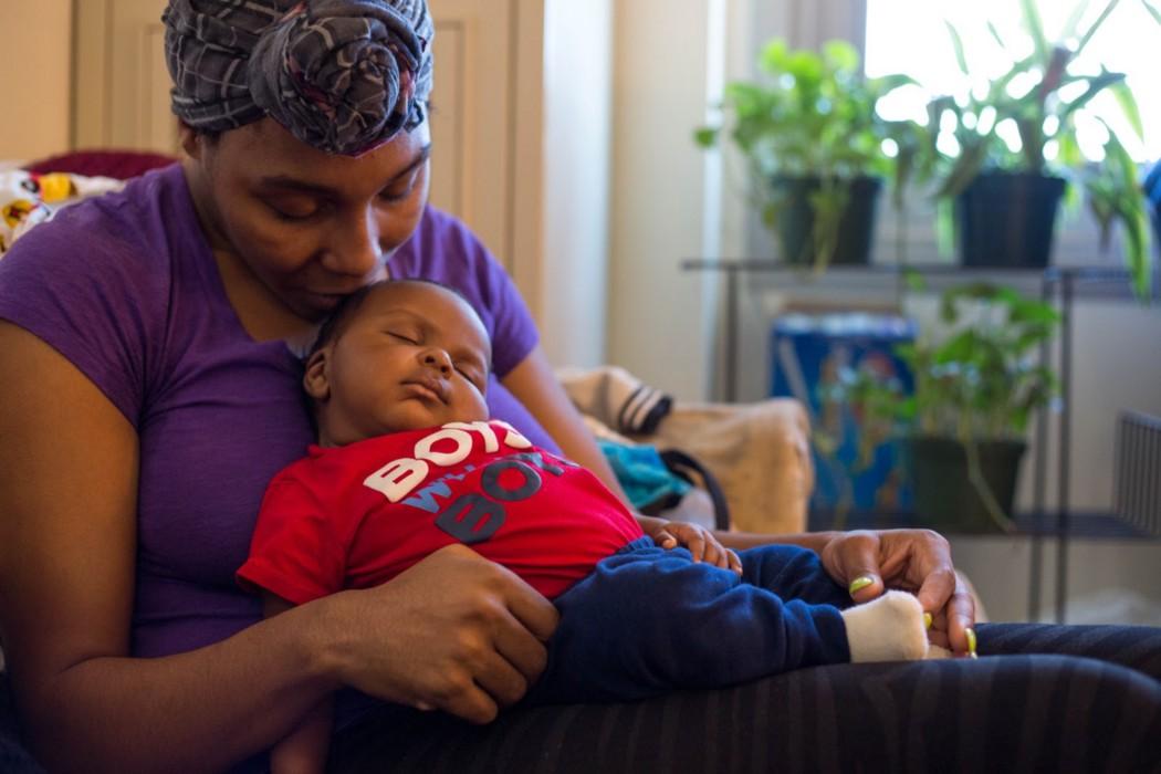 Amber Gates, 28, at home with her son. Caroline Olsen, City Bureau.