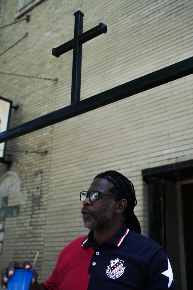 Dion Davis at Greater Progressive Baptist Church. (Photo: Sebastian Hidalgo)