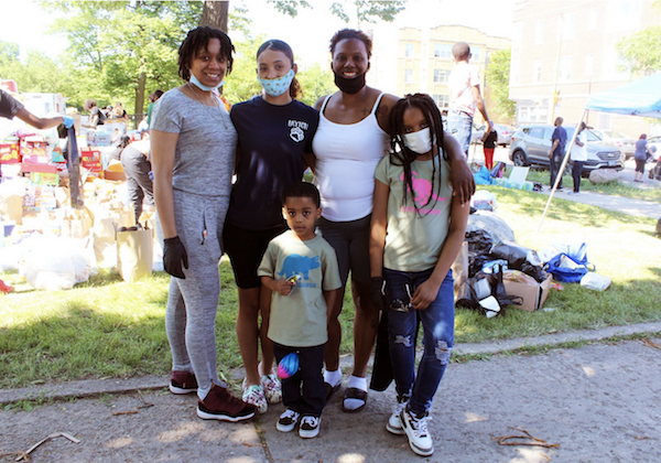 Volunteers organize food and other essentials in the Austin neighborhood's Columbus Park. (Photo: Alex Arriaga/City Bureau)