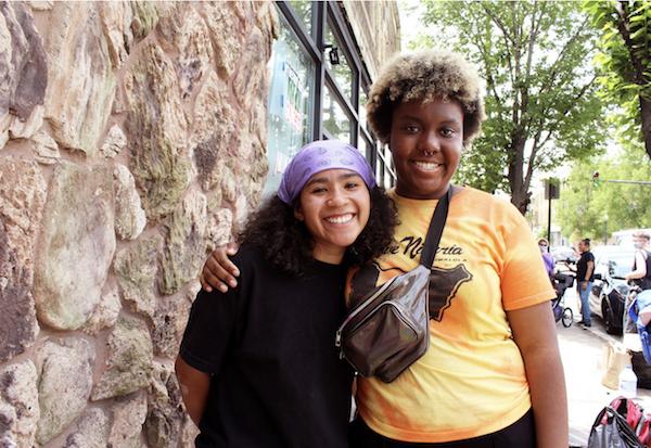 Karizma Blackburn (left) and Iris Haastrup co-organized the South Side Grocery Pickup in Bronzeville. (Photo: Alex Arriaga/City Bureau)