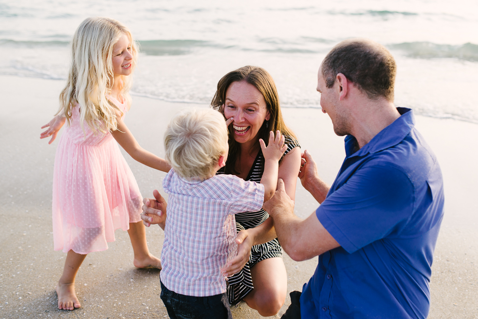 family+smiling+playing+together+at+the+beach+melbourne+lifestyle+family+photographer+Jenny+rusby+photography