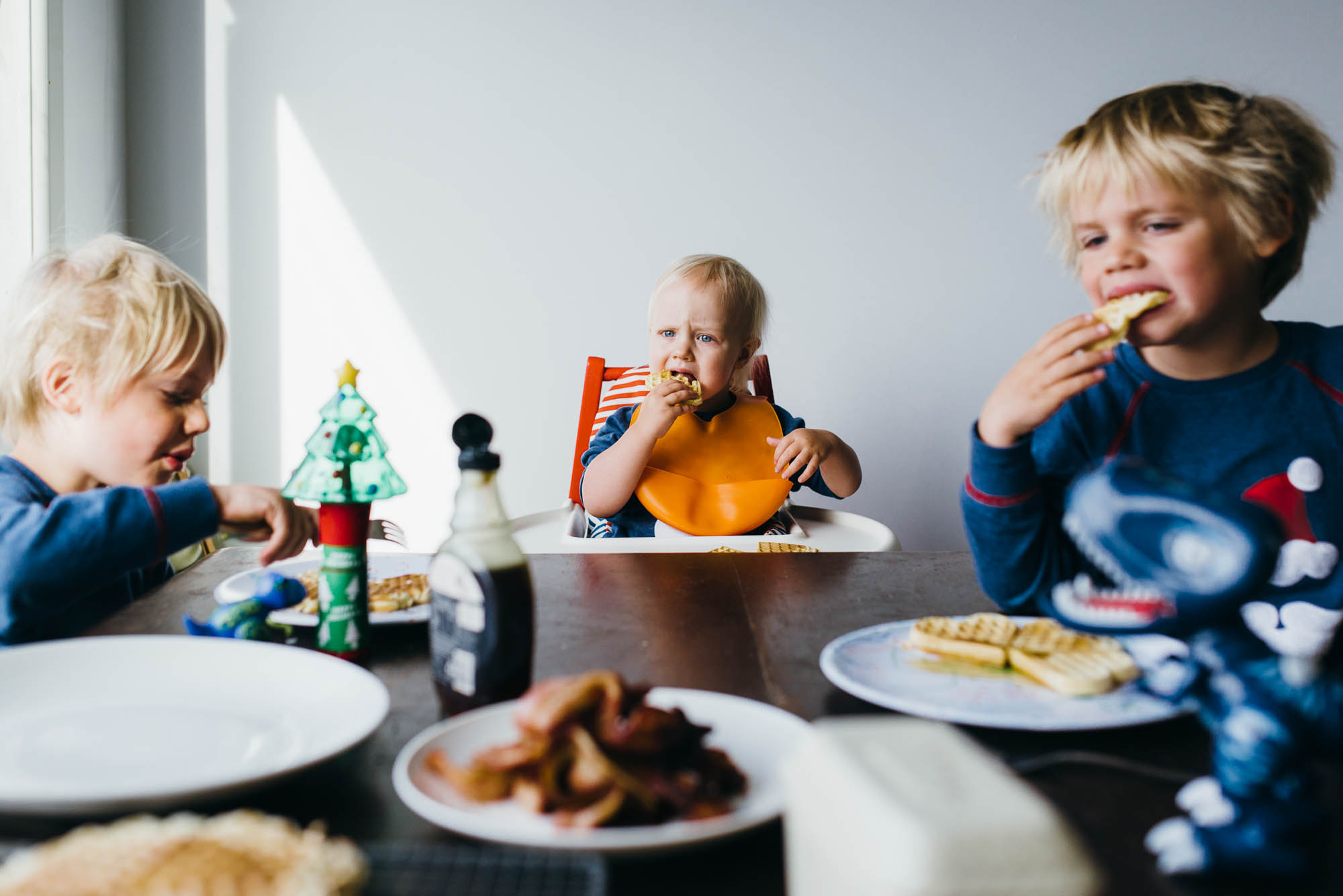 children-eating-breakfast-together-at-christmas-time