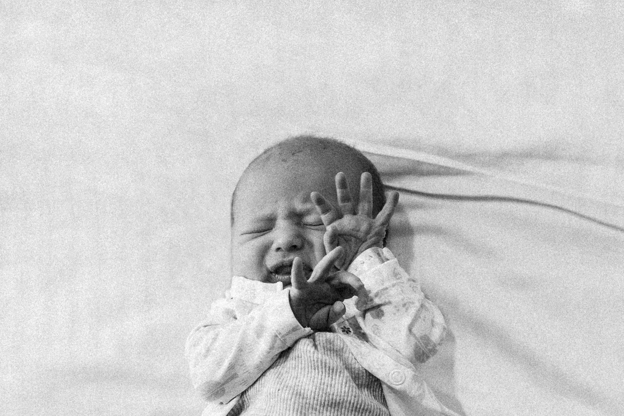 newborn-with-hands-up-in-hospital-melbourne