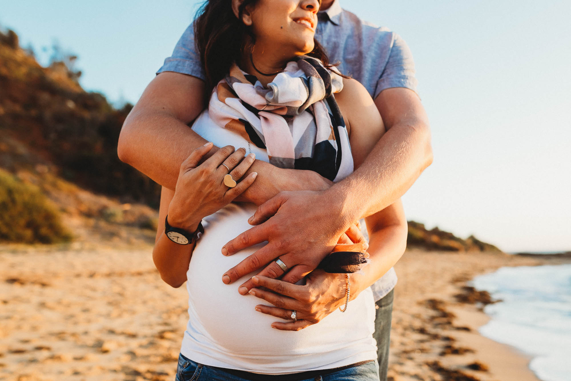 melbourne_maternity_photographer_jenny_rusby_photography_couple_hugging_baby_bump_together_at_the_beach_at_sunset