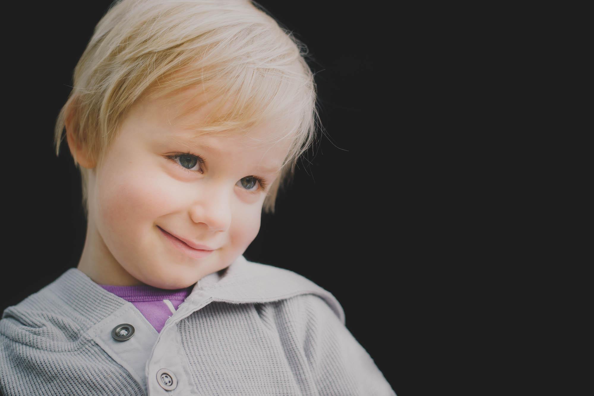 melbourne_family_photographer_childhood_portraits_smiling_boy.jpg