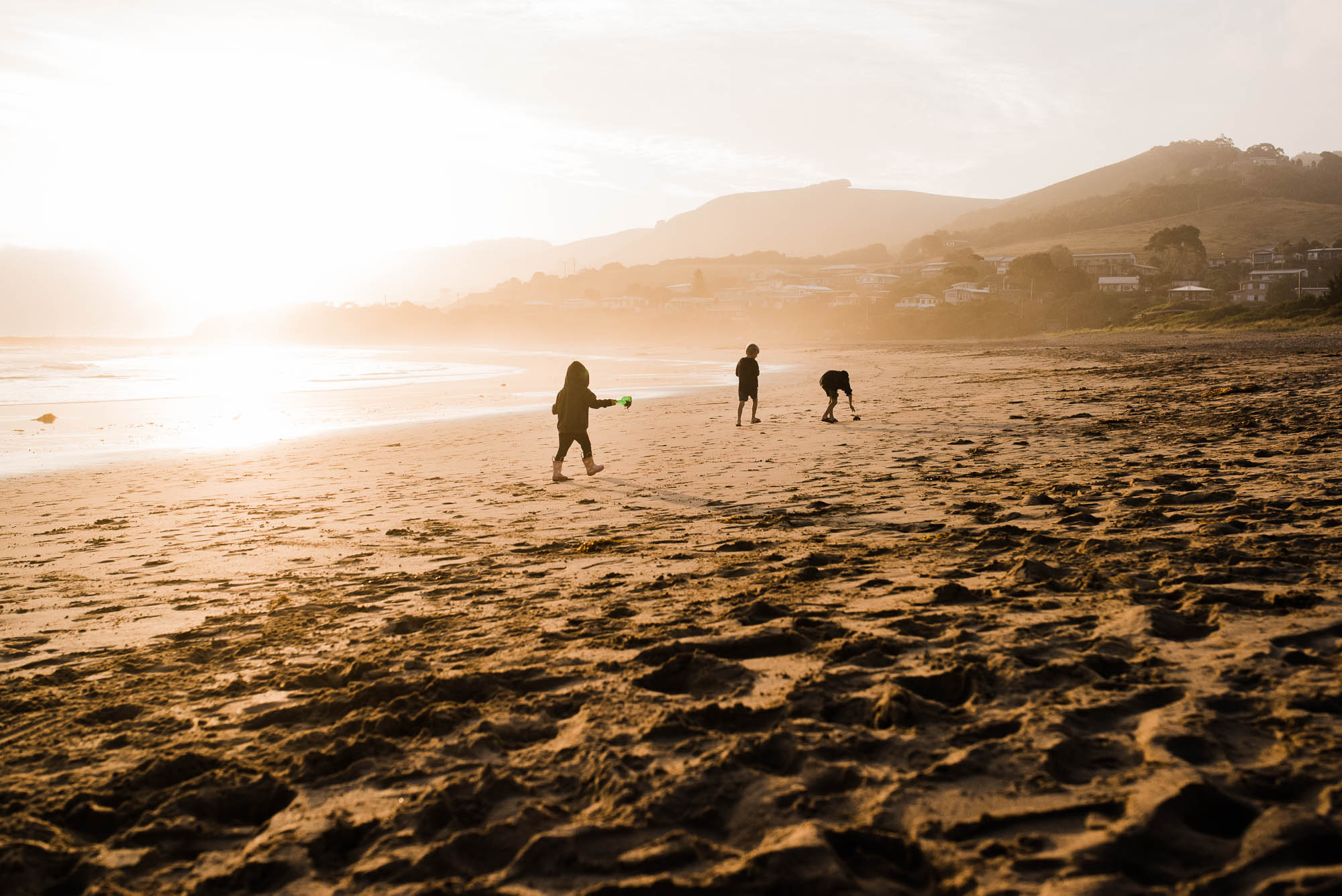 melbourne_family_photographer_kids_at_the_beach_at_sunset.jpg