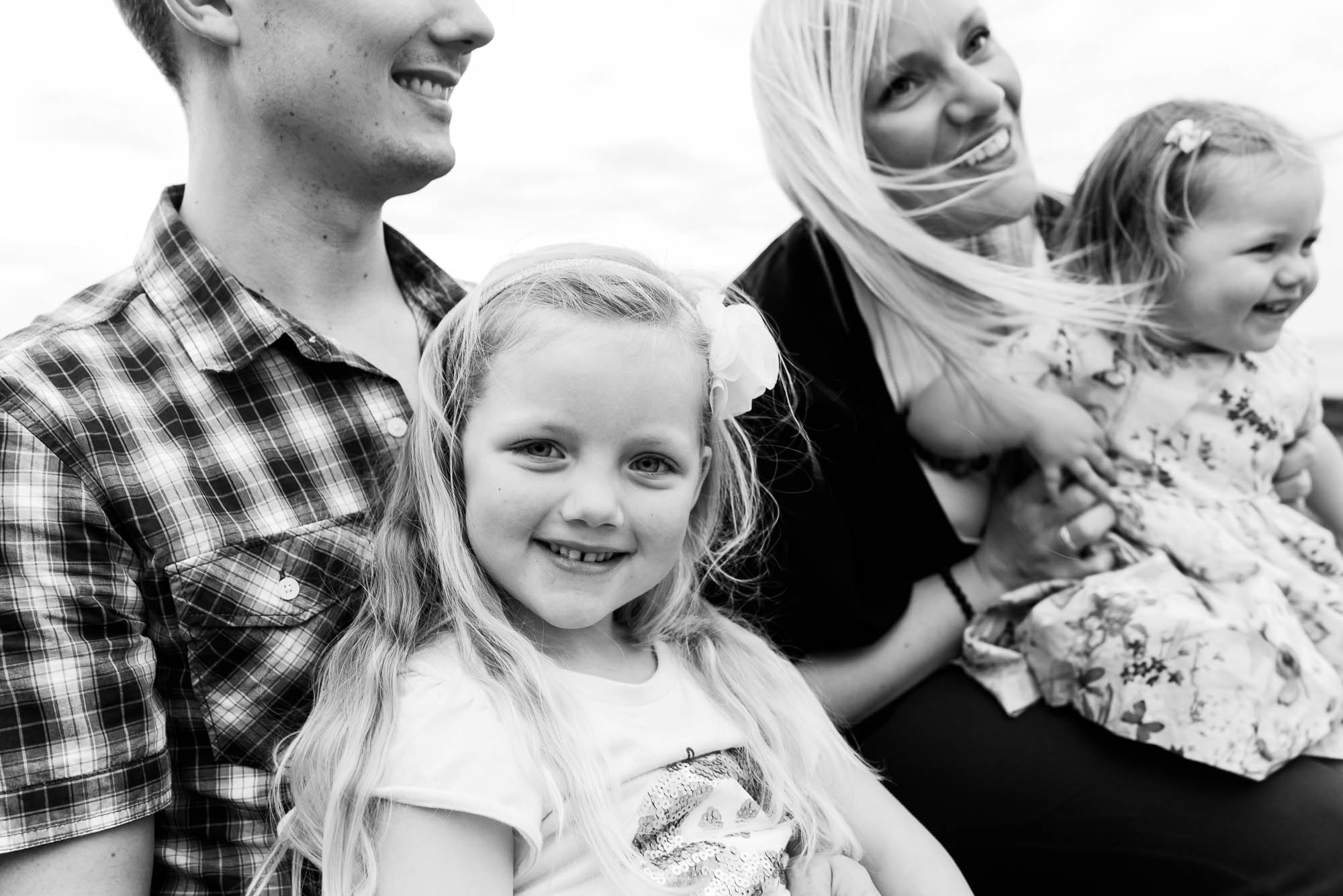 melbourne_family_photographer_family_laughing_together.jpg