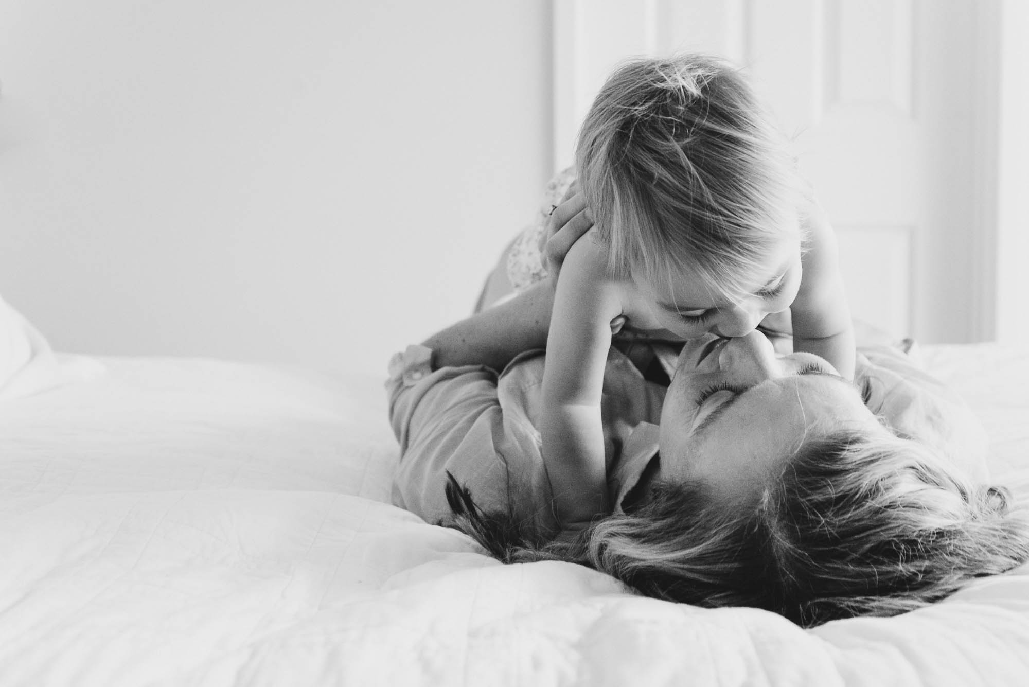 mum_kissing_her_baby_at_home_on_the_bed_melbourne_family_photographer-1.jpg