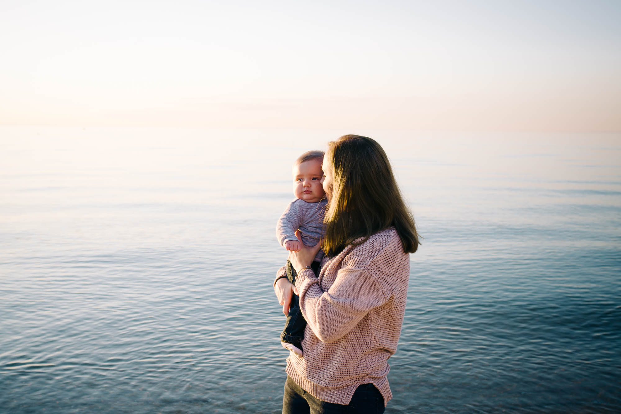 mum_at_the_beach_holidng_her_baby_at_sunset_melbourne_family_photographer-1.jpg