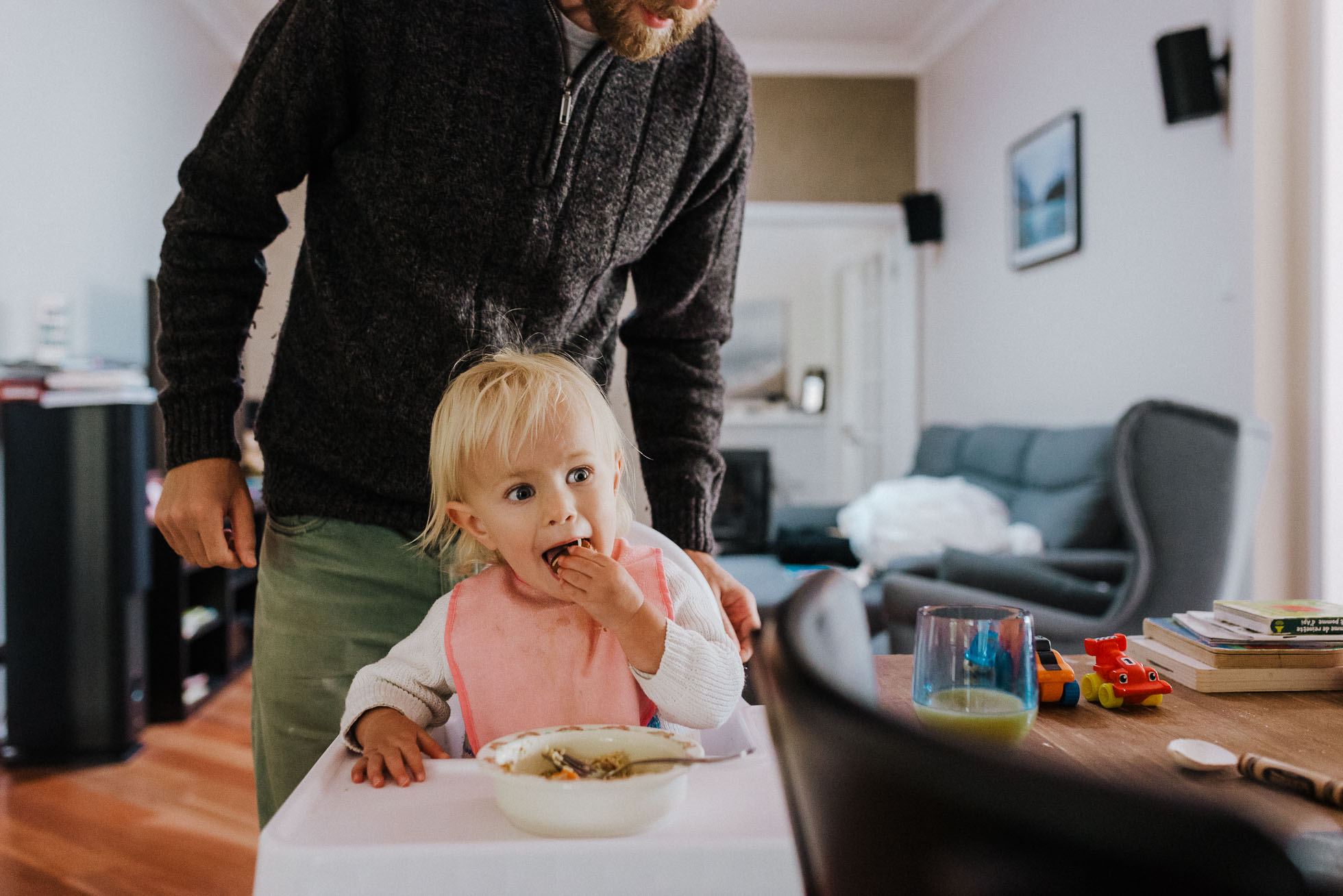 toddler-eating-lunch-in-highchair-with-dad-mebourne-family-photographer.jpg