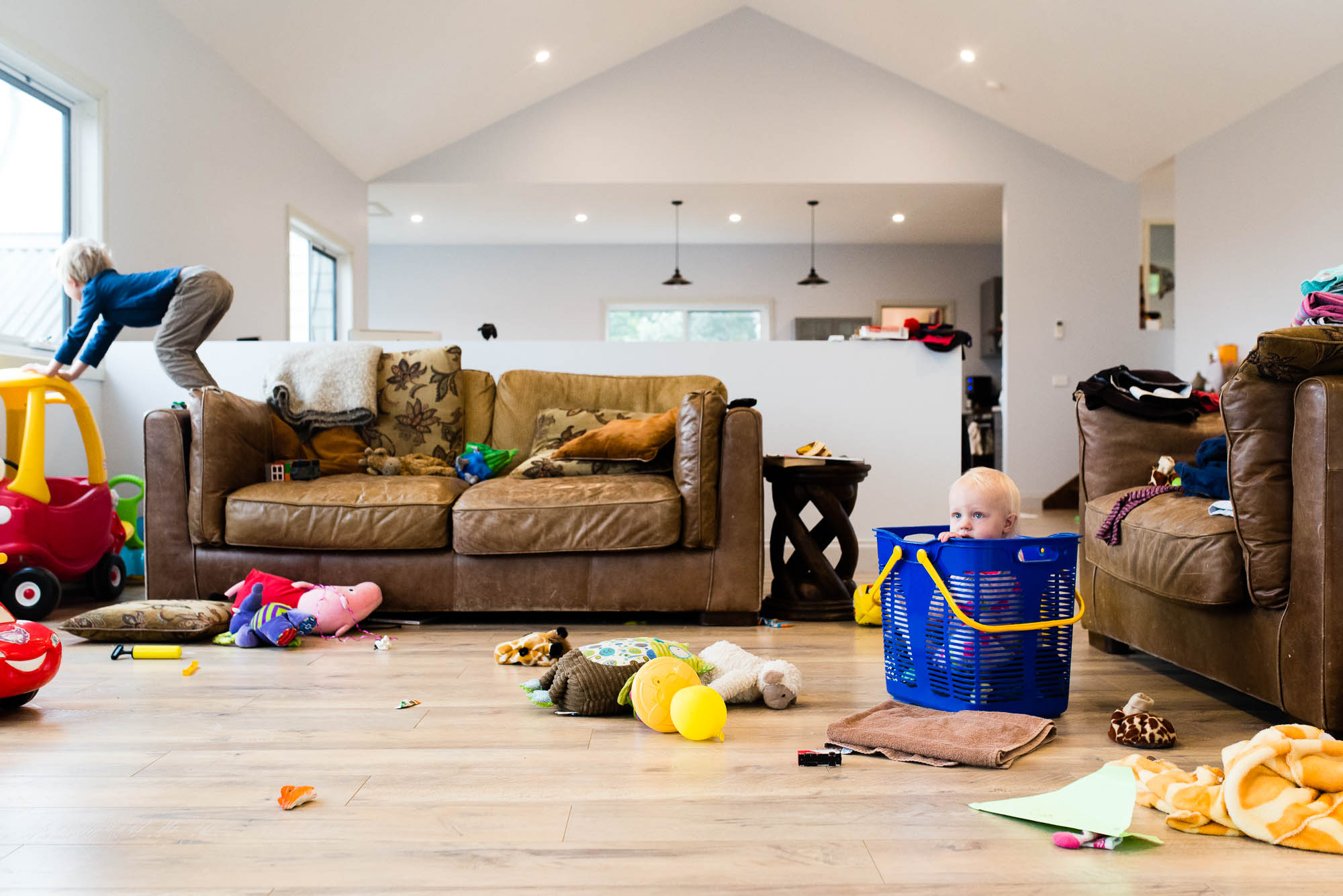 melbourne-family-photographer-messy-living-room-with-two-toddlers.jpg