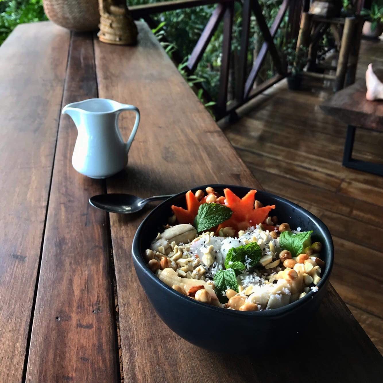 smoothie-bowl-pyramid-restaurant.JPG