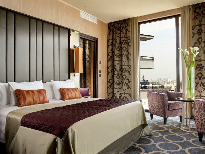 SUITE OVERLOOKING CITY AND CATHEDRAL