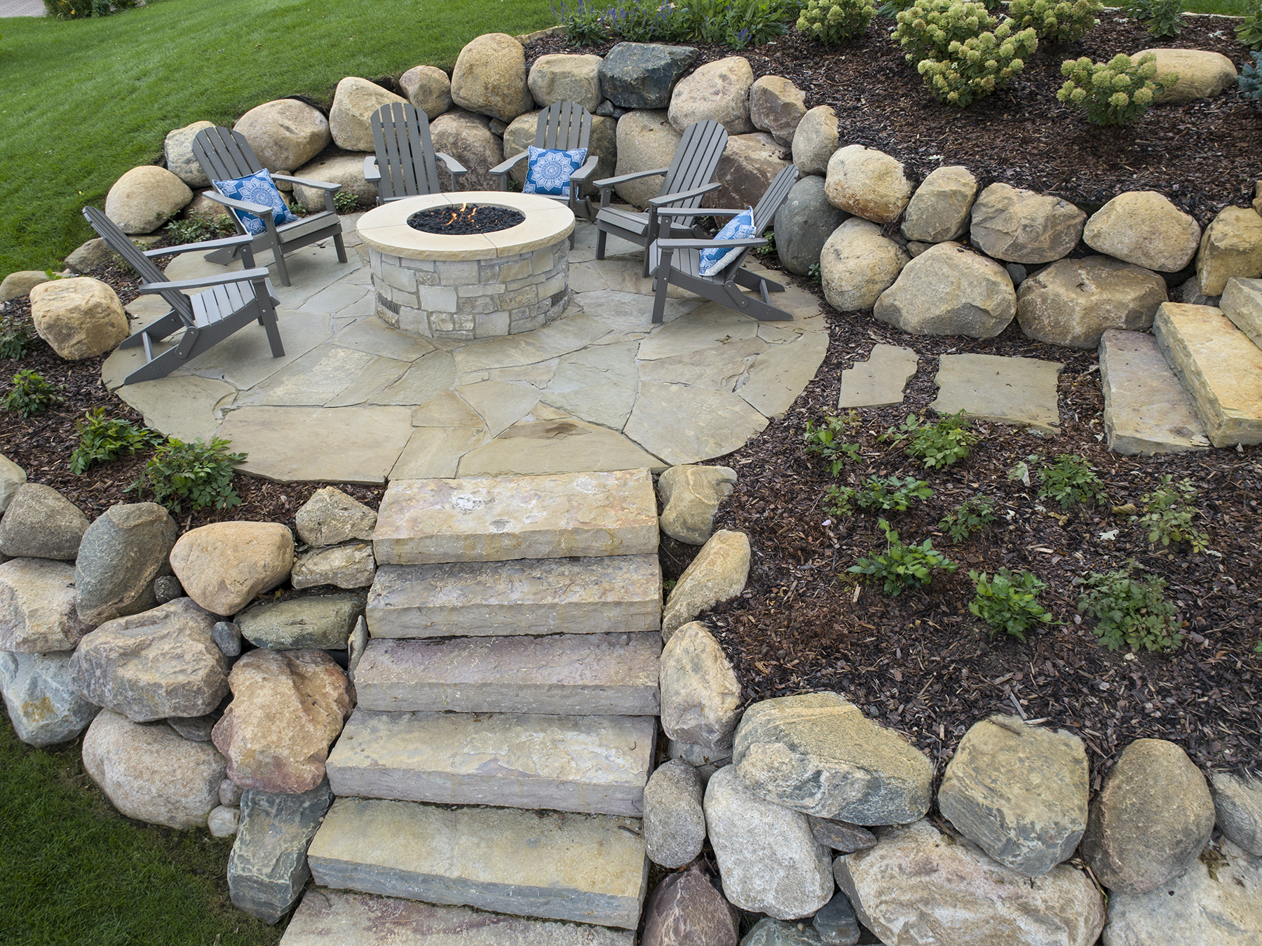 Firepit with steps.jpg