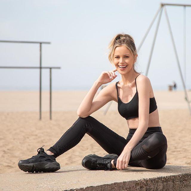 Cali girl @iamkatyjohnson  @ntatalent  @aloyoga  #fit #fitnessmotivation #caligirl #california #losangelesmodel #potd #fitnessmotivation #travelblogger #santamonica #yoga #yogi