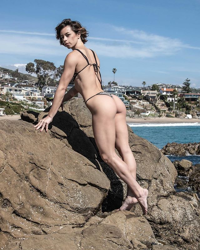 Glutes and views with beautiful @shawnee_indian  #fit #fitness #fitnessmotivation #potd #caligirl #bikini #glutes #booty #strong #beach  #california #muscle #instafit #crescentbay