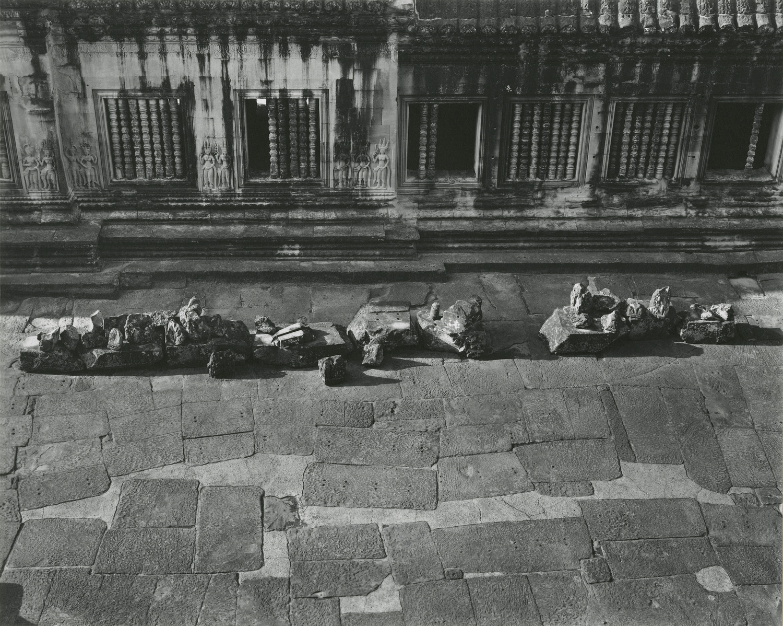 Elvira_Piedra_Courtyard_Angkor_Wat.jpg