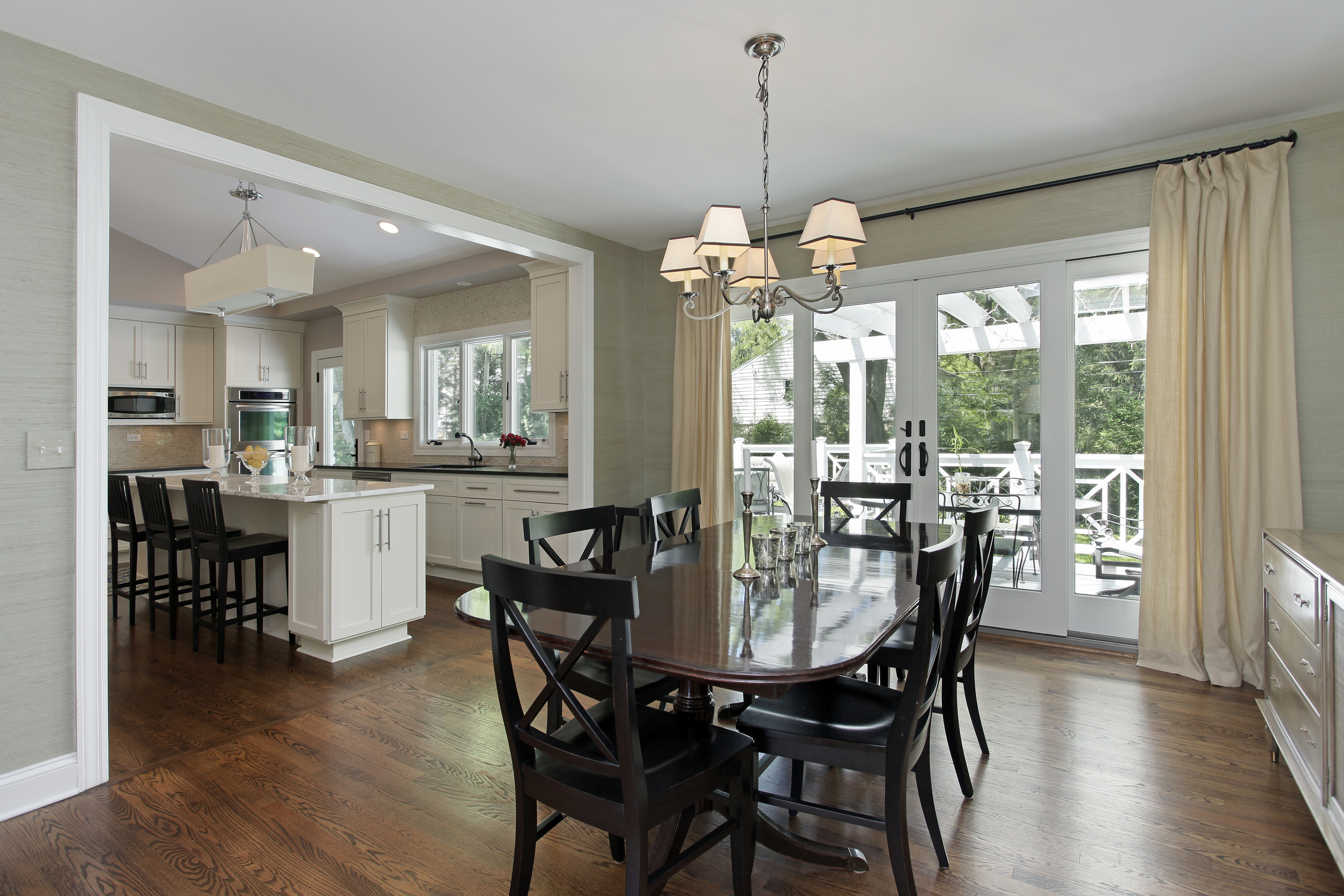 Maximizing Natural Light<strong>Window treatments to compliment beautiful large window in dining rooms.</strong><a href=/custom-drapery>Learn More</a>