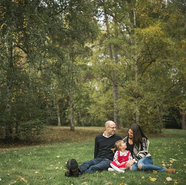 Thinking about family photos this fall? Sept and Oct are the perfect months to book your session so you have fresh family photos for your holiday cards! www.kelseymoll.com for more info. . . . . #kelseymoll #familyphotoshoot #fallfamilyphotos #seattlefamilyphotographer #familyphotography #seattle #makeportraits #thefamilynarrative