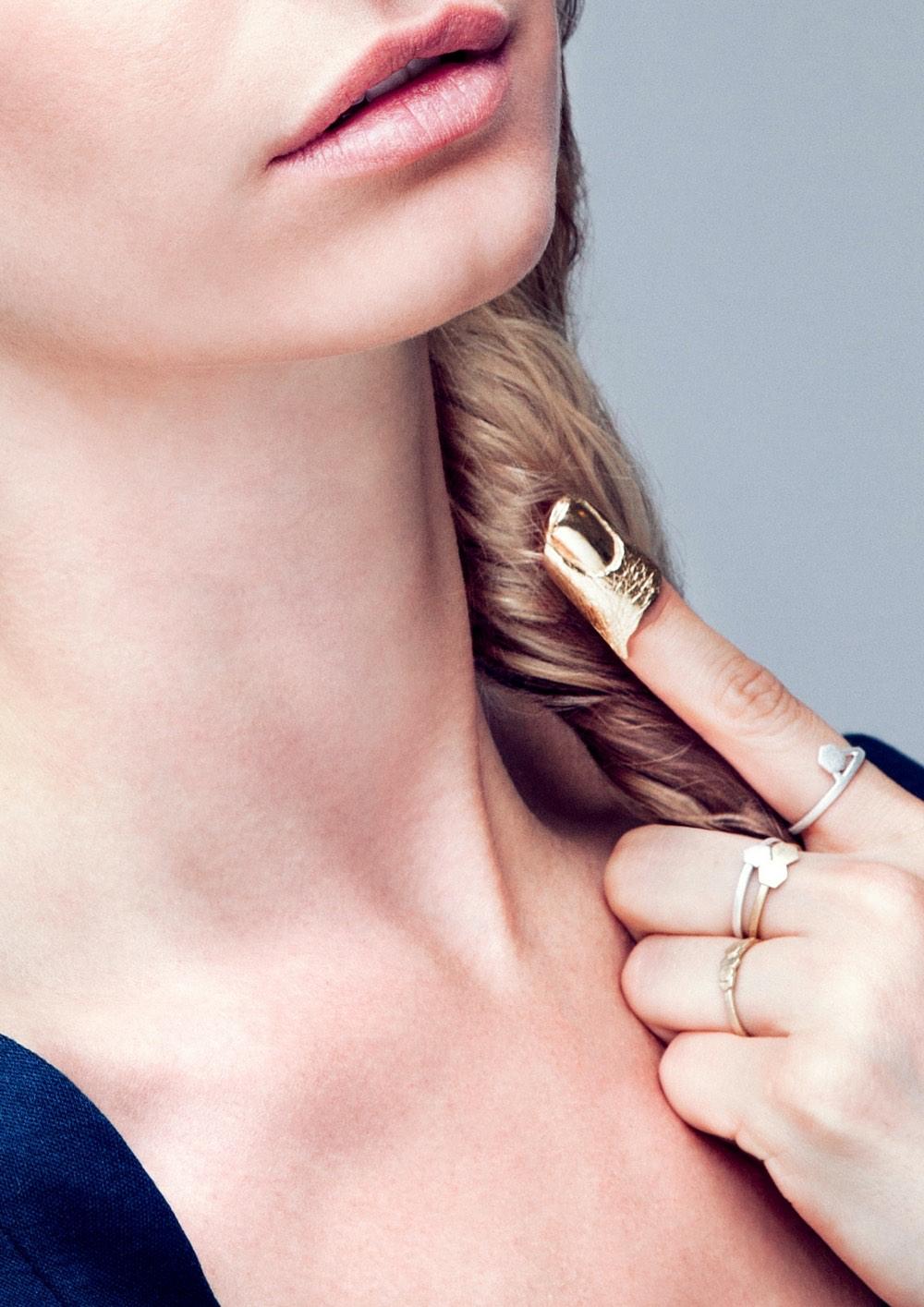 Hasla_Identitet_Showpiece_Finger_Gold_Just-Fashion_liten.jpg