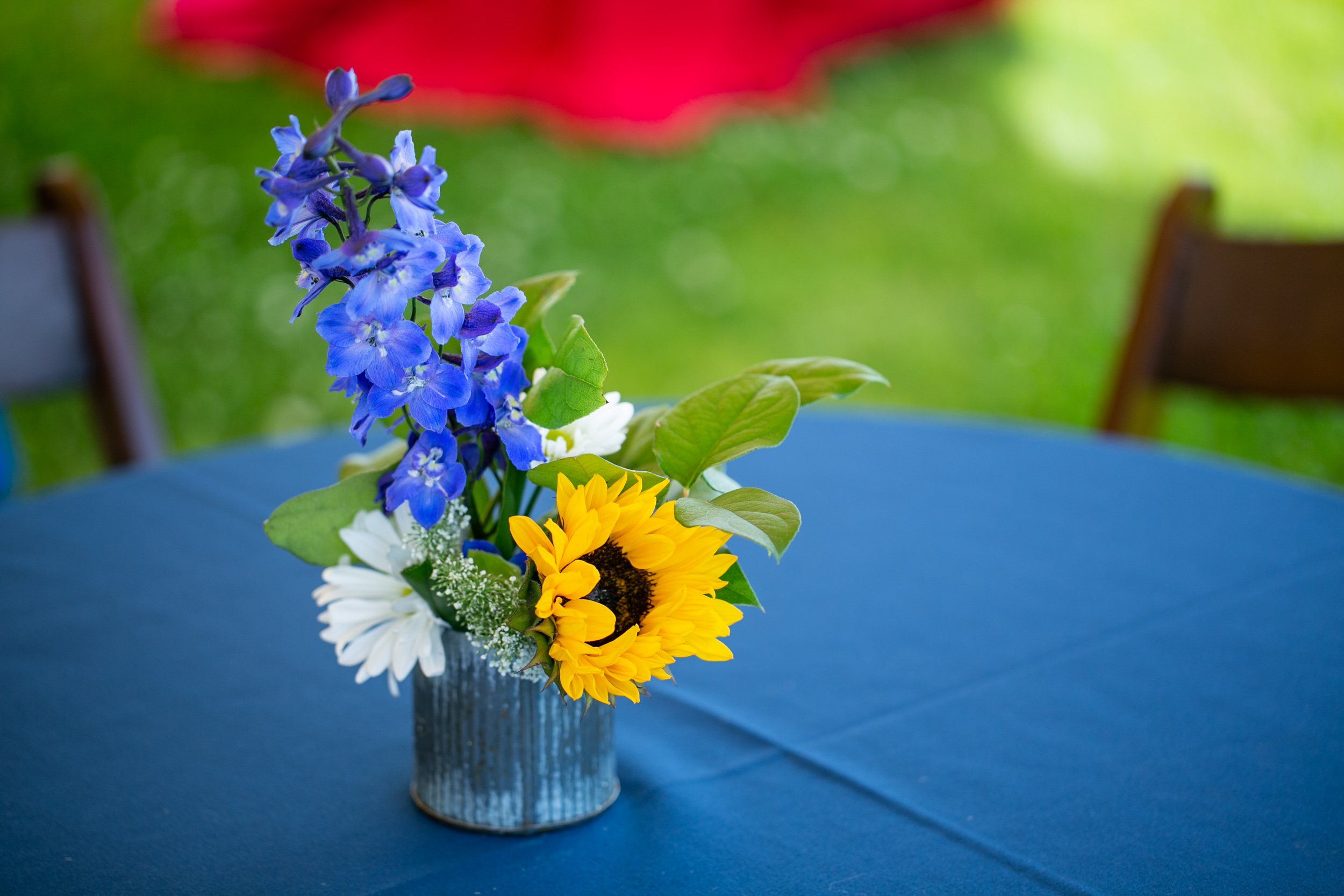 Veterans_Count_North_Hampton_Seacoast_Corporate_Production_Pizzuti_Runnymede_Farm_Malloy_Events_sunflower_floral_arrangement