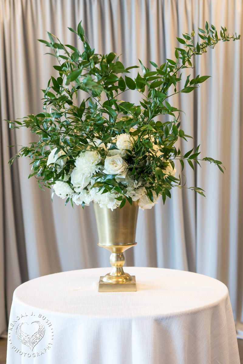 Malloy_Events_Currier_Museum_Gala_KendalJBush_center_piece_floral_arrangement_manchester