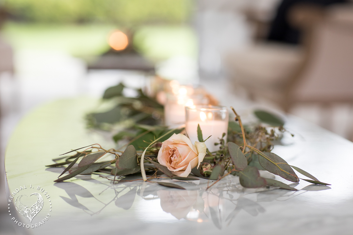 Malloy_Events_CAC_Gala_KendalJBush_NH_floral_arrangement