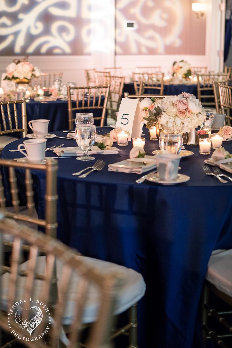 Malloy_Events_CAC_Gala_KendalJBush_NH_table_center_piece_floral_arrangement_table_decor_lighting