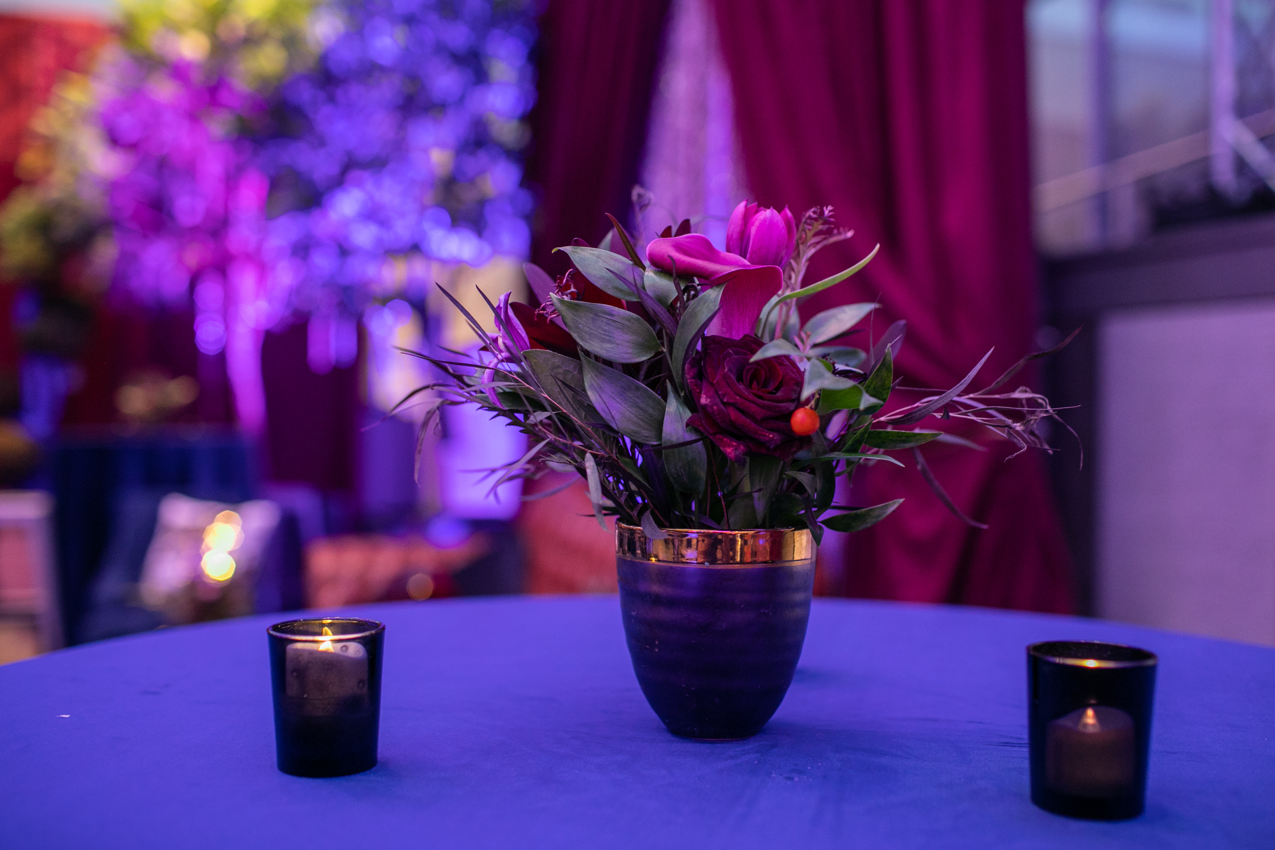 Masquerade_Ball_Currier_Museum_Manchester_Malloy_Events_center_piece_floral