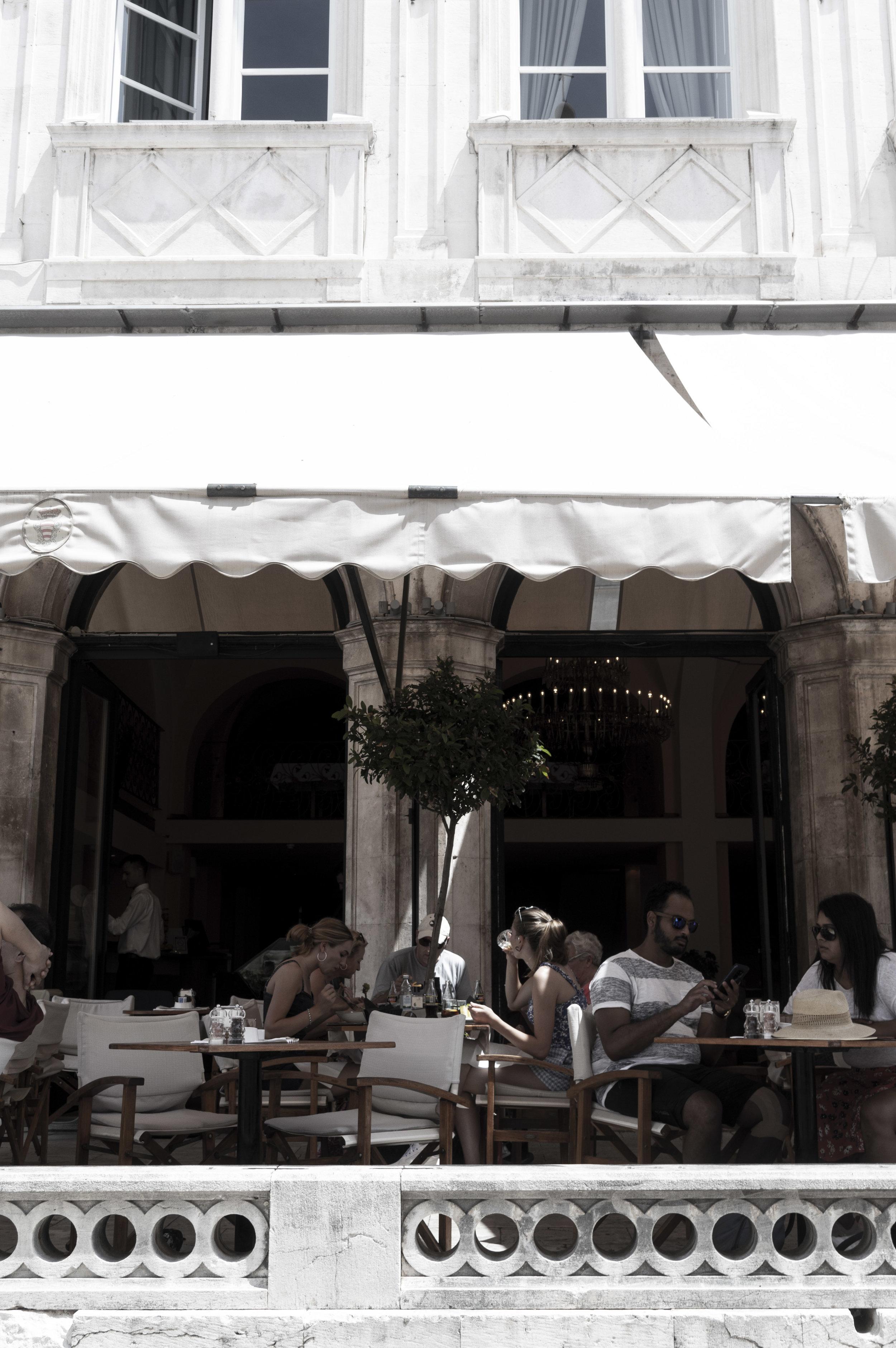 Gradska kavana Arsenal Restaurant    // Food & Drink