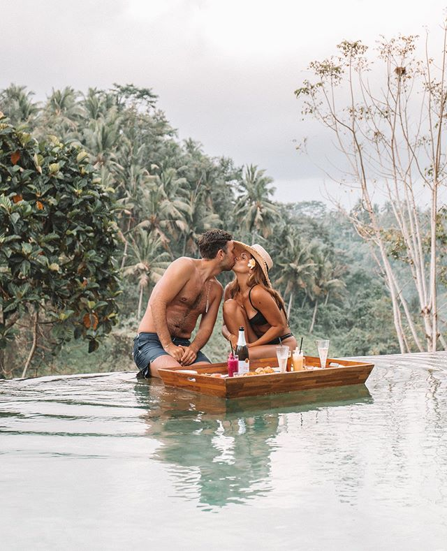 A floating breakfast in the middle of the jungle. 🌿🥂☕️🥢🍉🌴 ✨Who would you share it with?✨ 👇🏽tag them below🌺