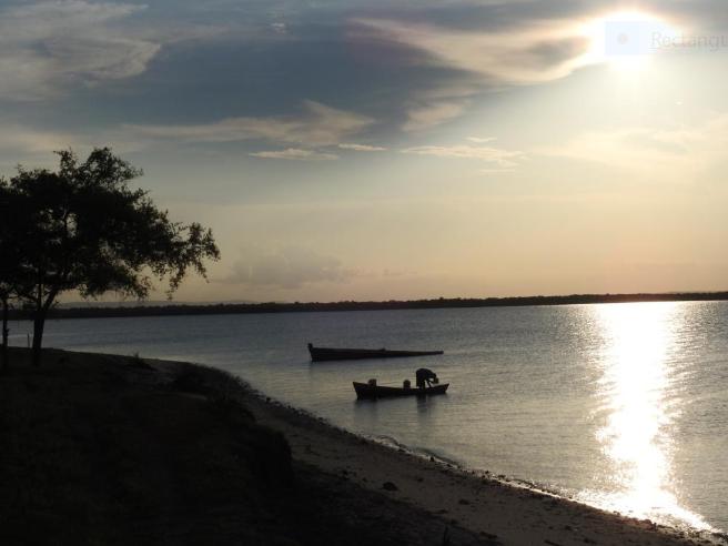 Fisherman coming home in the evening, Kilwa Kiswani