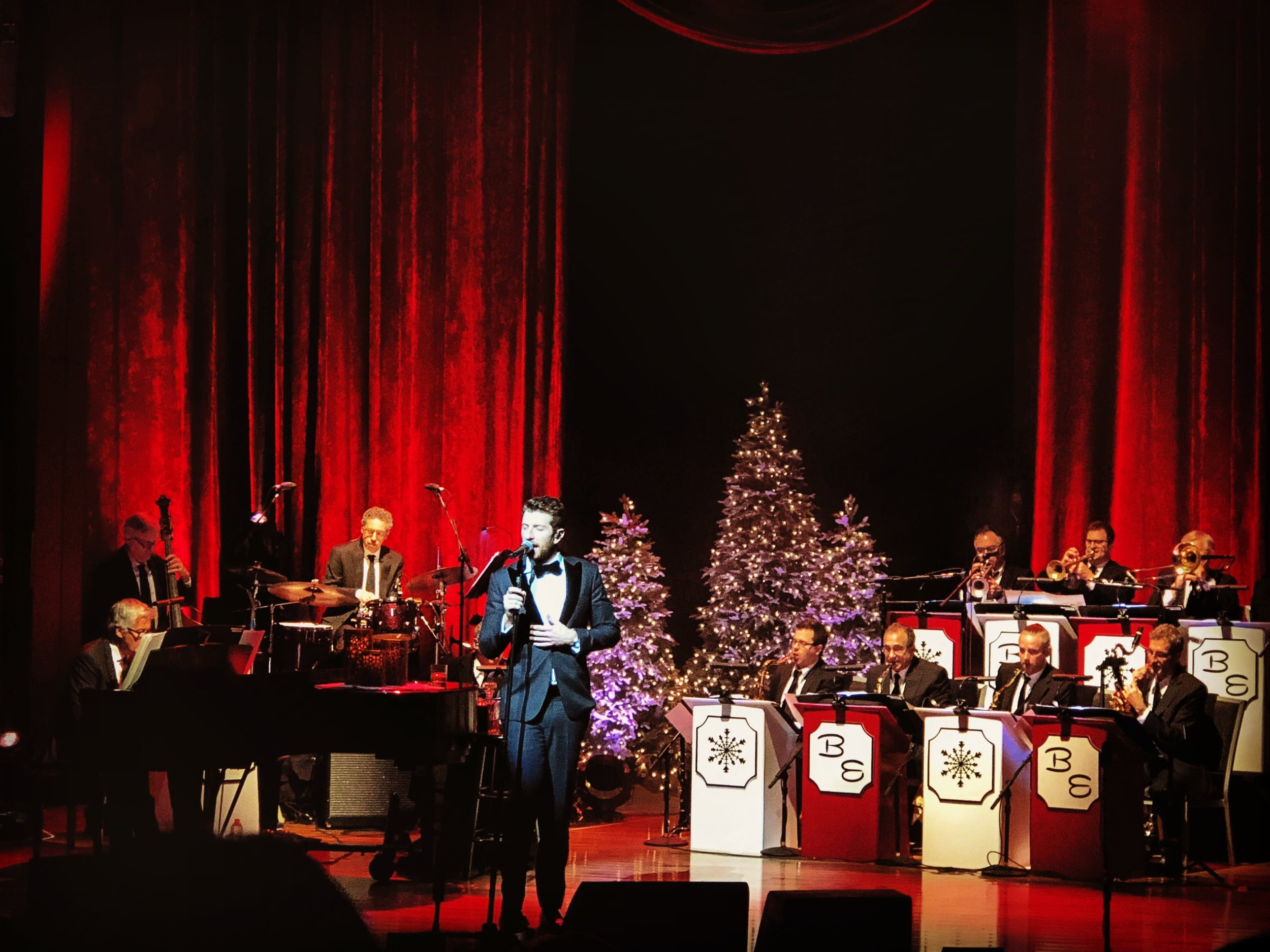 """#9 Brett eledredge - CMA Theater - December 15, 2018""""O Holy Night""""The best showman of country's latest generation. Brett Eledredge brought a spirited unity as he performed holiday classics and new selections from his """"Glow"""" record."""