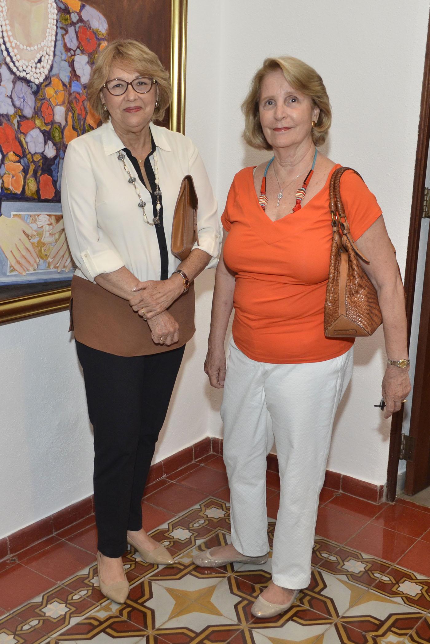 Foto 18 Ana Gloria Llerena y Victoria de González.jpg