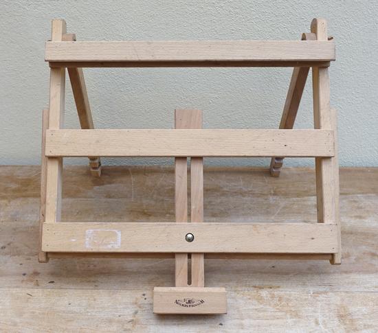 Square Easel (X1) H: 36cmW: 45cm D: 38cm £5
