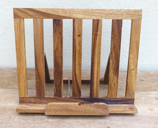 Slatted Easel (X1) 25cm x 35cm £5